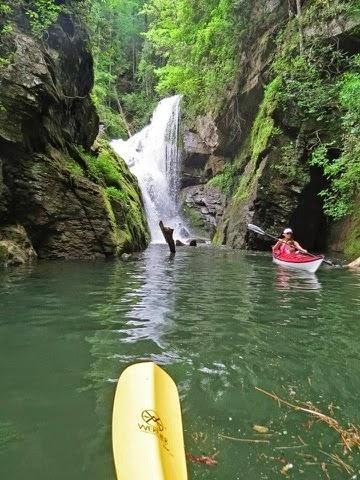 Kayaking Lake Jocassee – Guest Post by Rick Morris – The Long Road